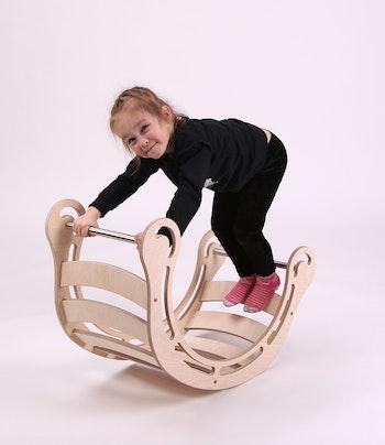 Naturell montessori trägunga för barn