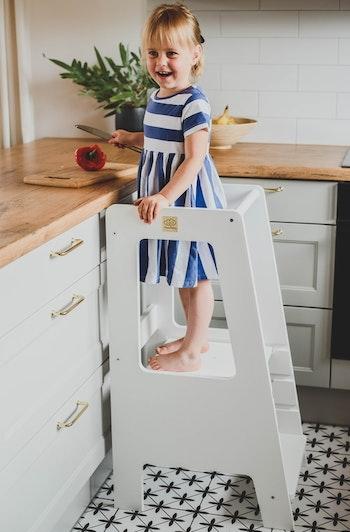 Vit kökspall - vit hjälpa till pall