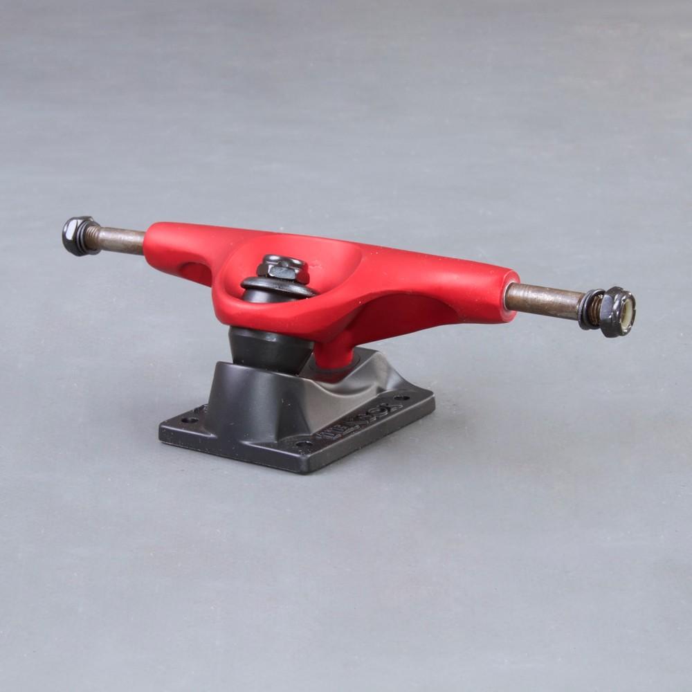 Tensor Magnesium Red/Black 5.0 skateboard truckar