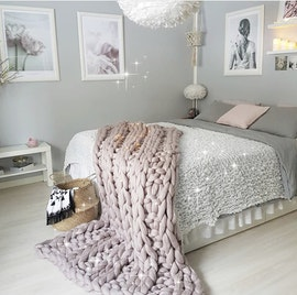 LARGE LUXE CHUNKY KNIT BLANKET