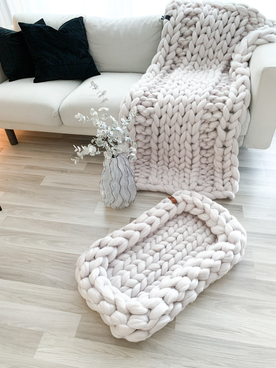 CHUNKY KNIT BABY BED