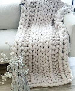 MEDIUM LUXE CHUNKY KNIT BLANKET