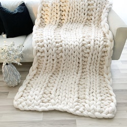 MEGA LUXE CHUNKY KNIT BLANKET