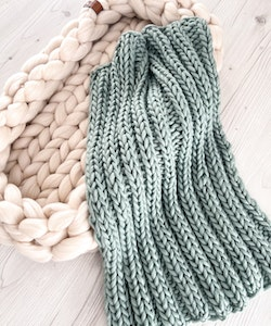 SUPER CHUNKY BABY BLANKET & MITTENS, COLOUR TEAL