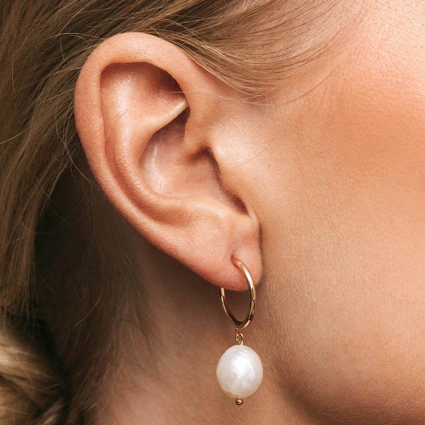 Pearly hoops earrings