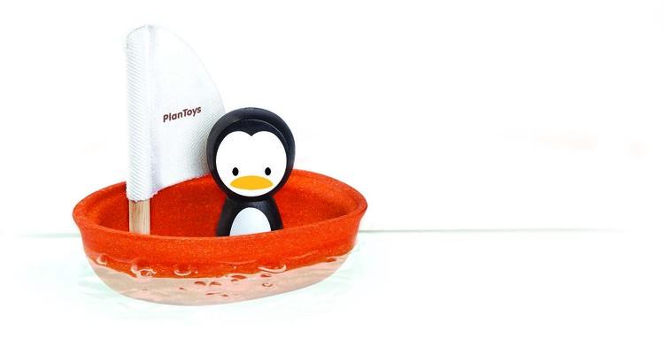 Ekologisk badleksak i trä pingvin i båt från Plantoys