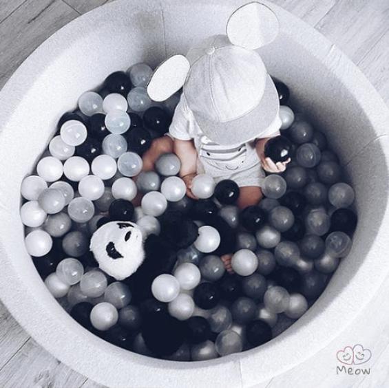 Meow Baby - Bollhav Ljusgrått med vita, gråa och svarta bollar