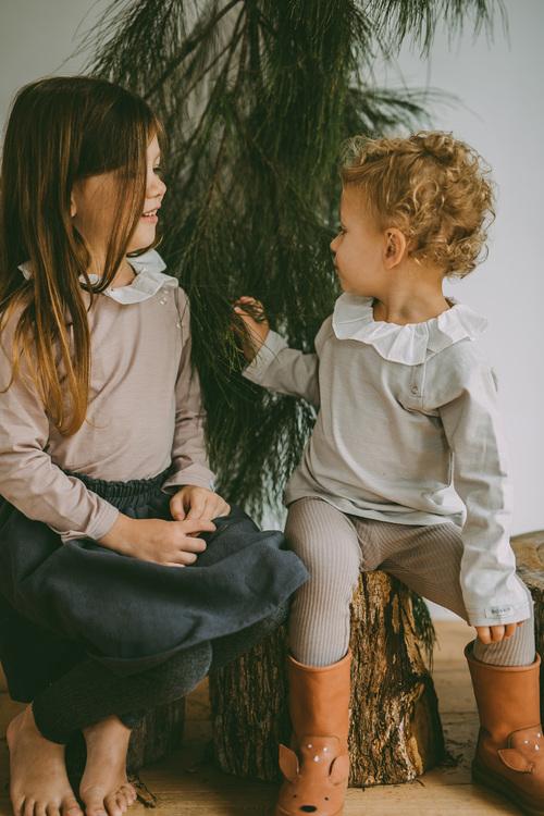 Barntröja med volangkrage Donsje barnkläder
