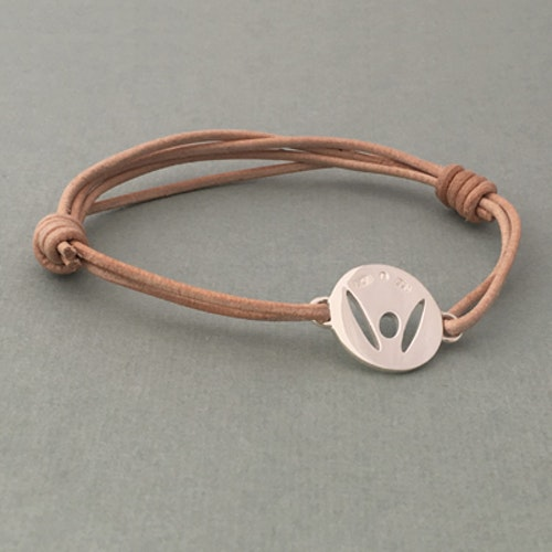 """""""Pick-Me-Up"""" Large silver tag, strap in natural color"""