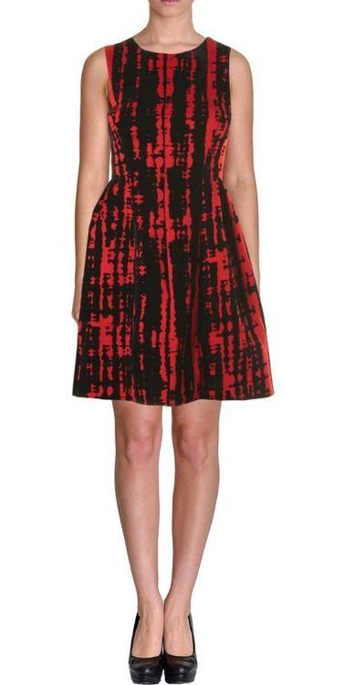 Röd klänning med mönster i sammet från Calvin Klein (M) - House of Leo a5bac67811238