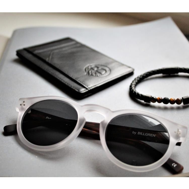 Solglasögon rund transparent svartbrun båge och polariserat grönt glas
