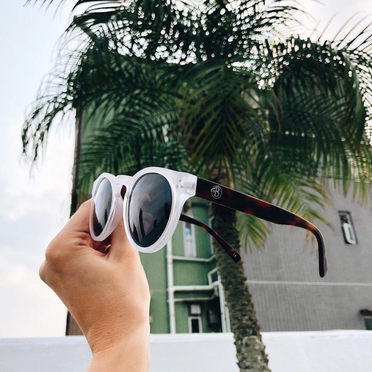 Solglasögon, Hong Kong, Transparent