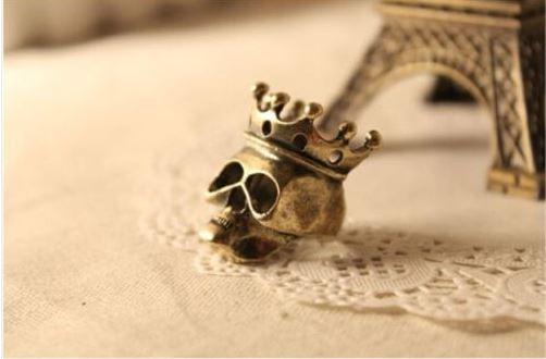 Döskallering med krona, bronsfärgad