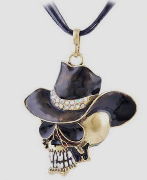 Döskalle med svart cowboyhatt halsband