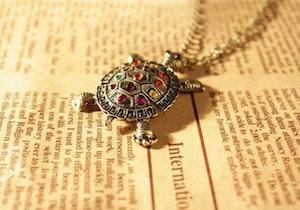Bronsfärgad sköldpadda med halskedja, 68cm