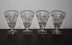 4st vinglas med slipad dekor från Skruf