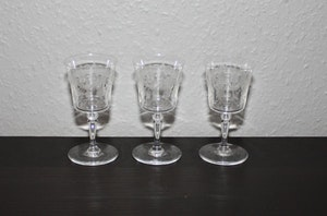 3st snapsglas med girlangmönster