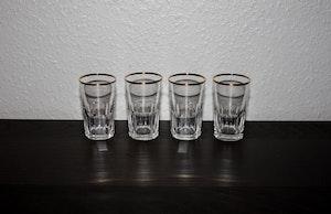 4 st handgjorda vattenglas med guldkant