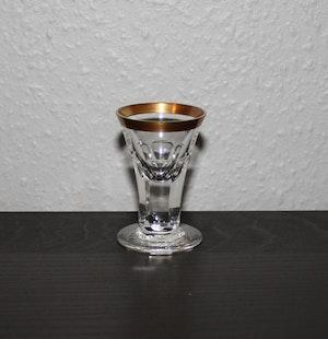 Annorlunda snapsglas med guldkant