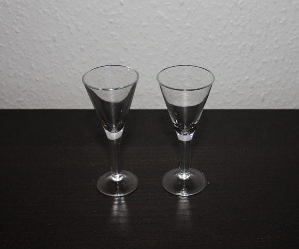 2 st snapsglas på fot