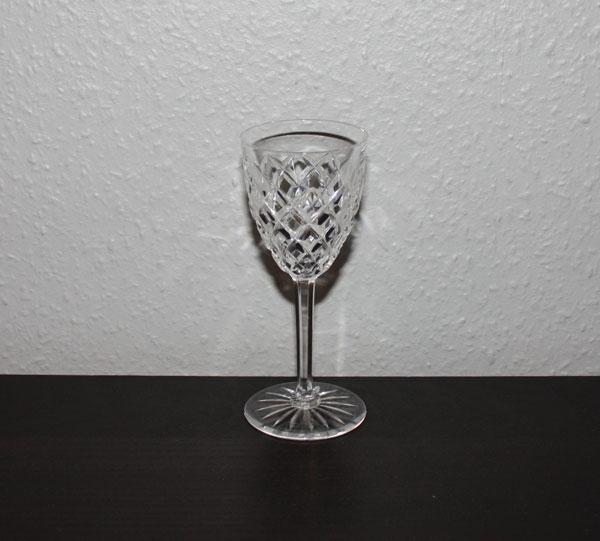 Vitvinsglas med fasetter