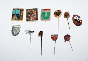 11 utländska pins, bla Danske Told
