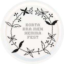 "Erika Tubbin rund bricka ""Borta bra men hemma fest"""