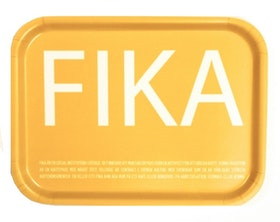 FIKA bricka svensk text gul