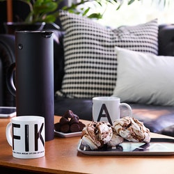 FIKA Mugg med svart text