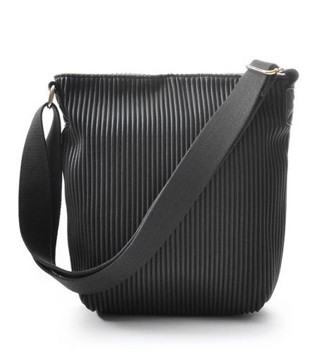 Ceannis Walnut Small Shoulder Bag black