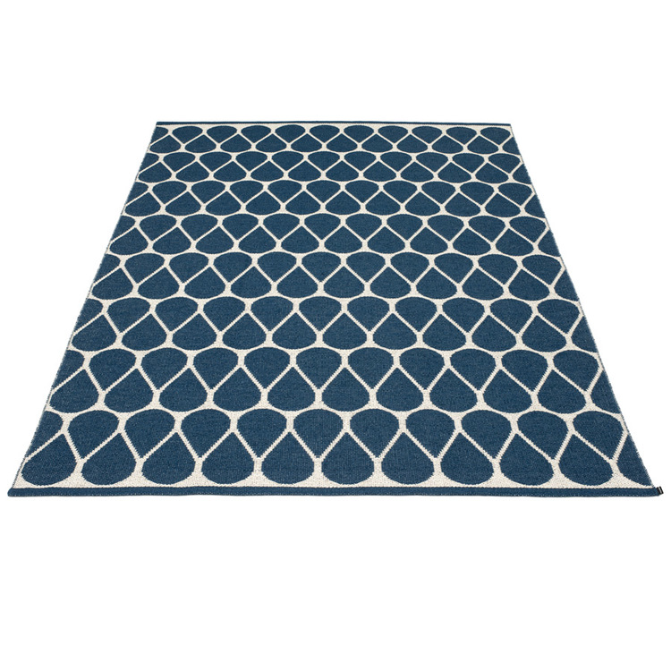 Pappelina matta Otis ocean blue · vanilla 180x275 cm