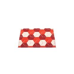 Pappelina matta Trip Berry · Coral Red · Vanilla 70x50 cm