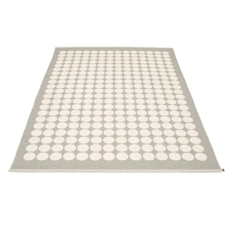 Pappelina matta Fia Warm grey · Vanilla 180x275 cm