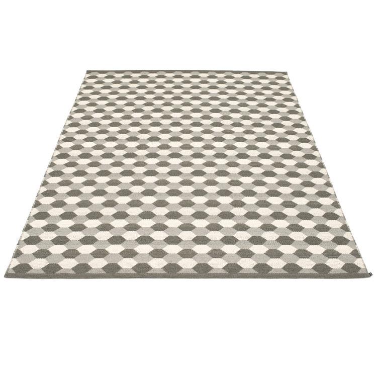 Pappelina matta Dana Warm Grey · Charcoal · Vanilla 180x275 cm