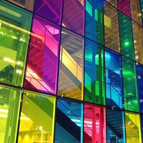 Transparent färgad fönsterfilm