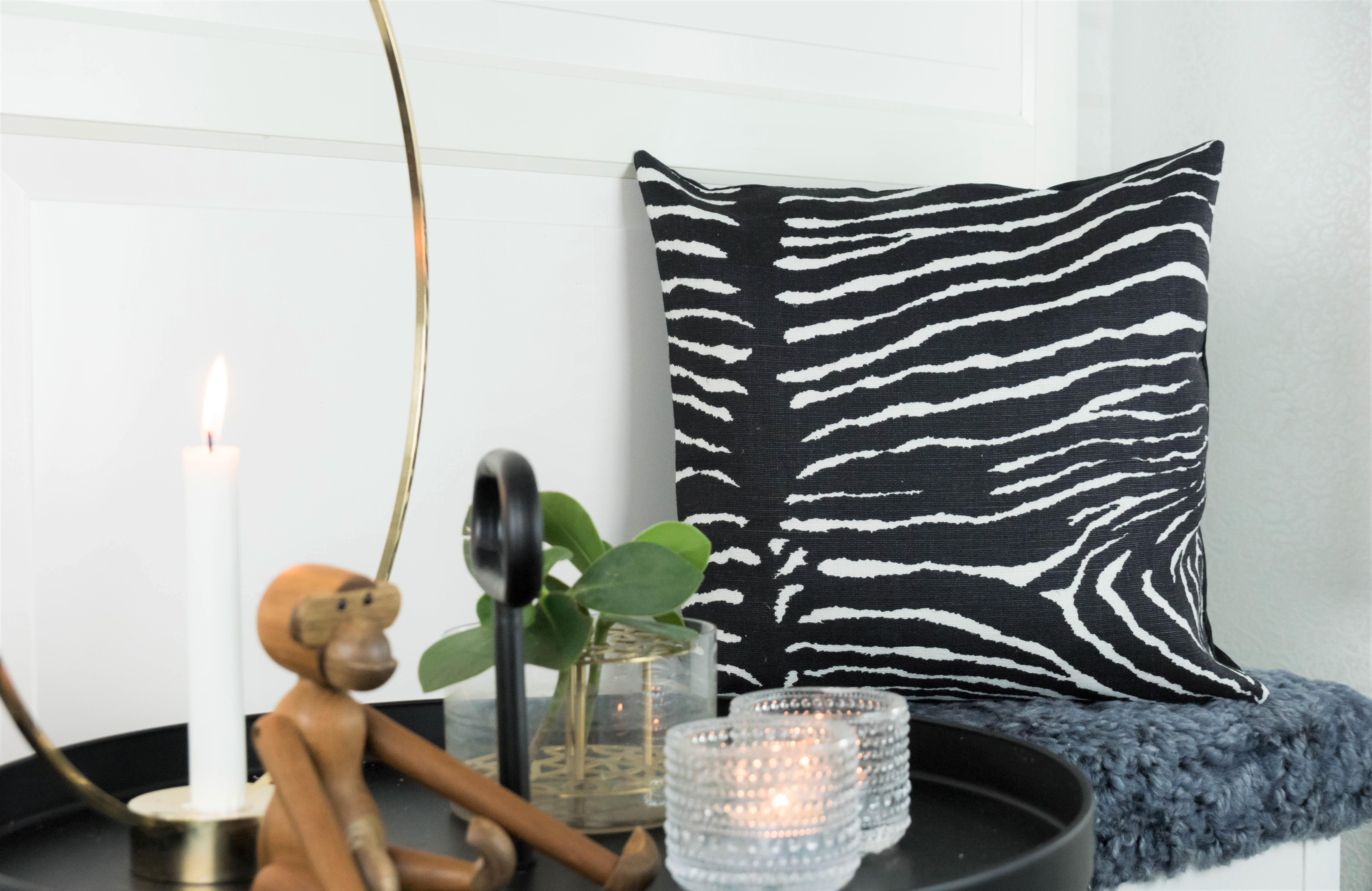 Le Zebre svart 40x40