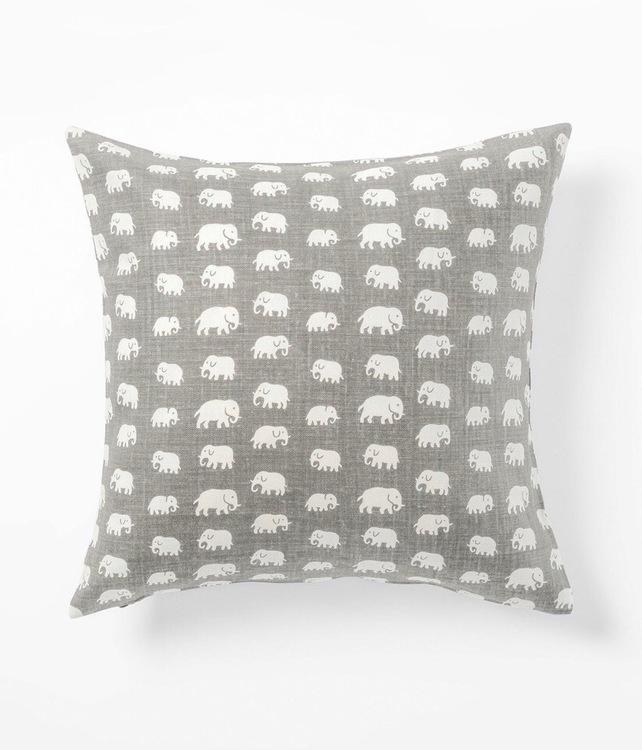 NYHET Elefant varmgrå 50x50