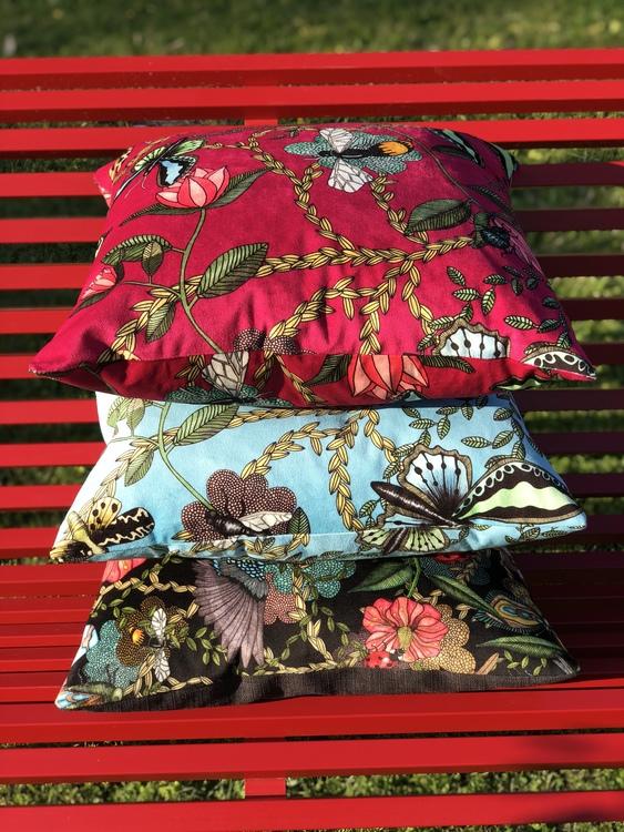 Kuddfodral Bugs & Butterflies cerise, kudde, Nadja Wedin