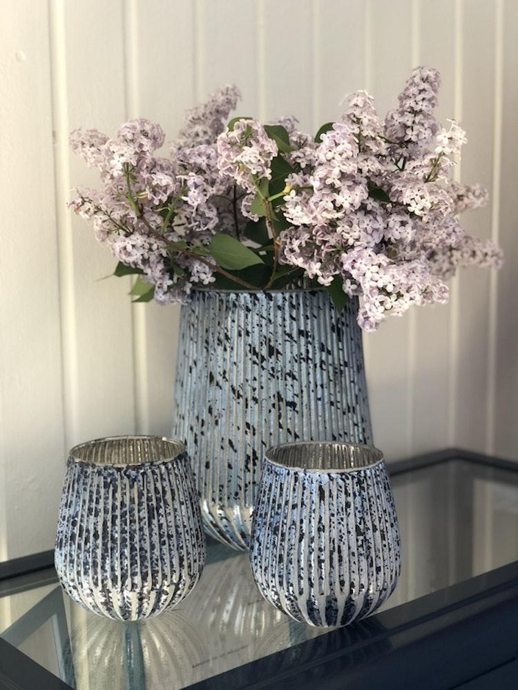 Lisa, vacker antikbehandlad ljuslykta, vas i glas från Affari of Sweden.