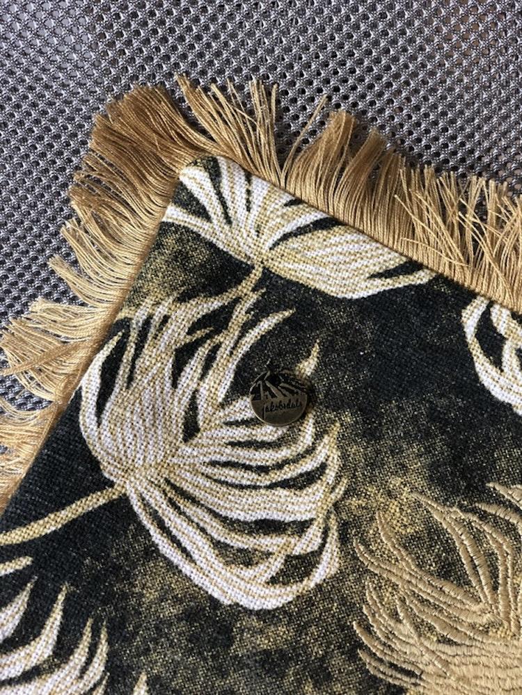 Kuddfodral Stormy leafs, gold, jute, löv, Jakobsdals