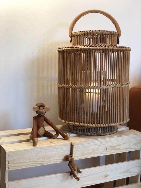 Kay Bojesen, apa liten, teak/limba, lanterna i bambu