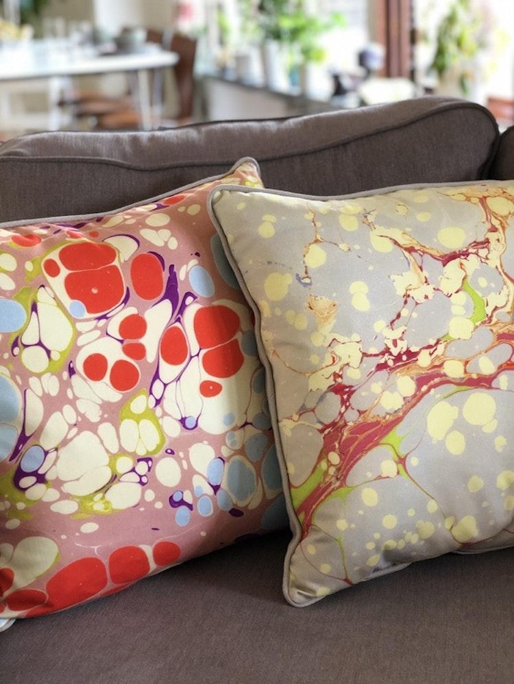 Kudde, Grey Organic och Pink Blue Blobby från Susi Bellamy