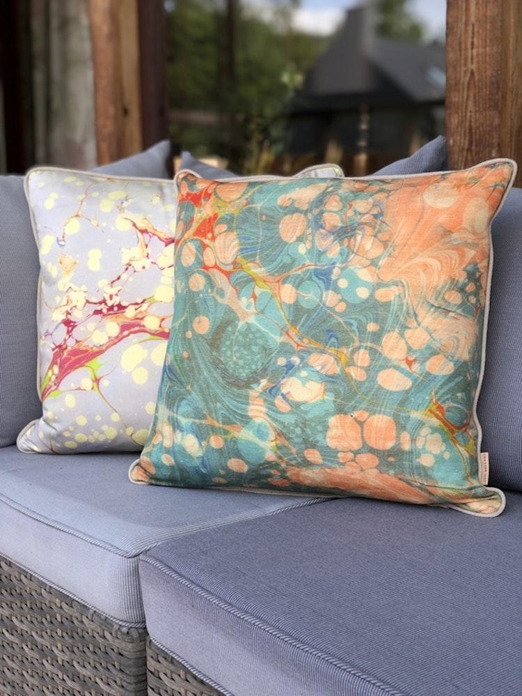 Kudde, Grey Organic från Susi Bellamy, kudde Fantasy Tapestry