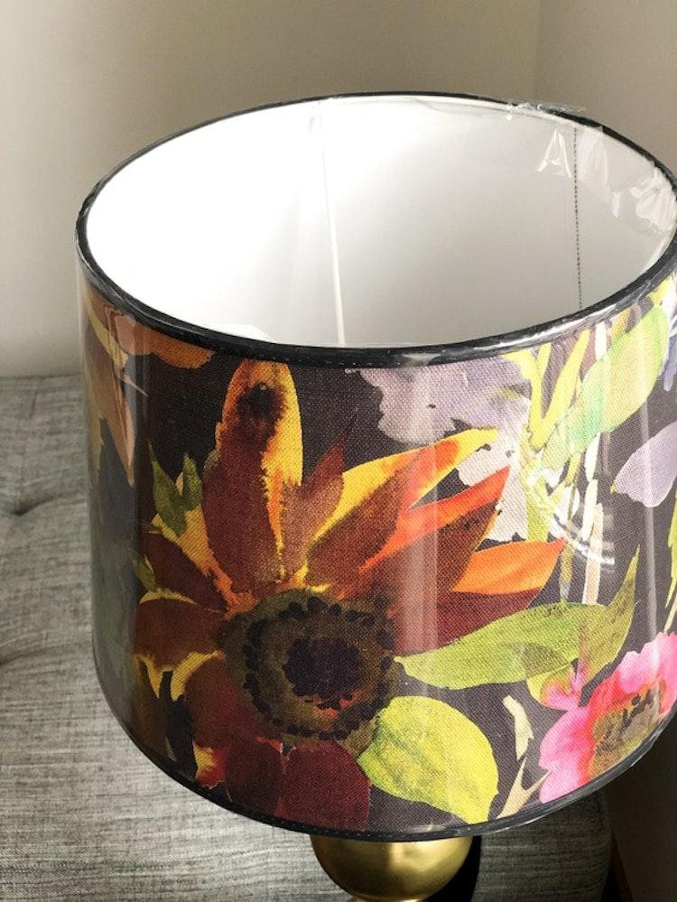 Lampskärm Indian Sunflower 30, tyg Designers Guild, Hallbergs belysning