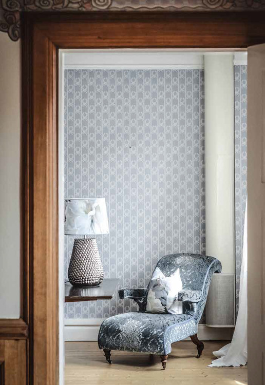 Lampskärm Peonia Grande, 35 cm, tyg från Designers Guild, Hallbergs belysning
