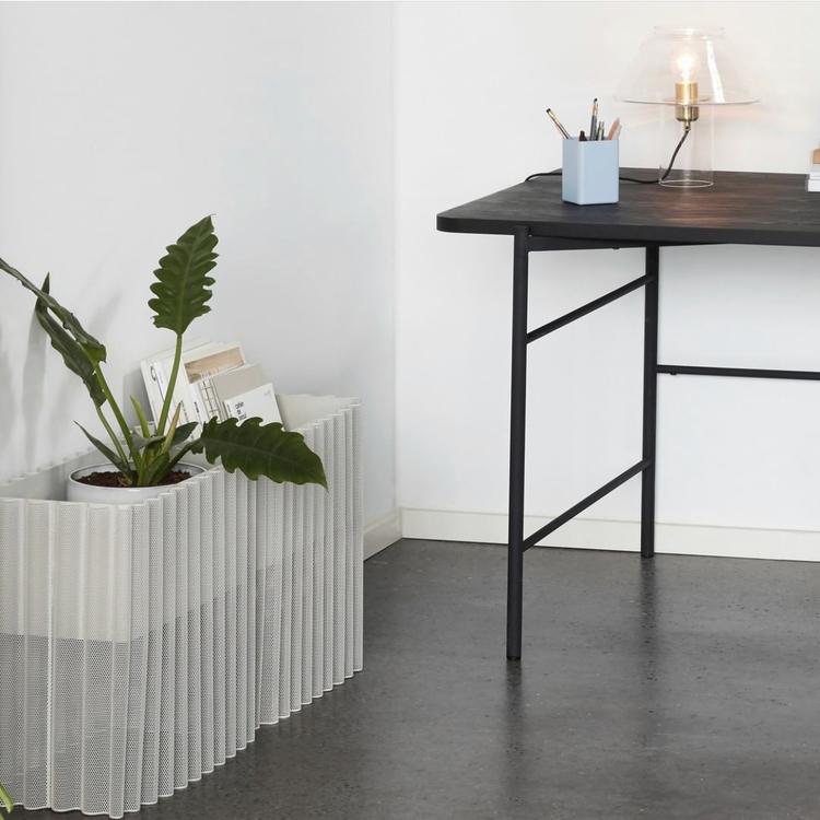 Blombänk i metall, ljusgrå, höjd 45 cm, Hübsch