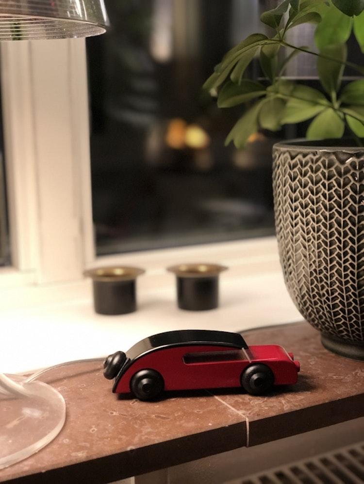 Bil, sedan, liten, svart/röd, Kay Bojesen, träfigur