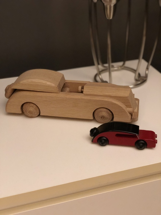 Bil, sedan, liten, svart/röd, Kay Bojesen, träfigur, limousine 32 cm