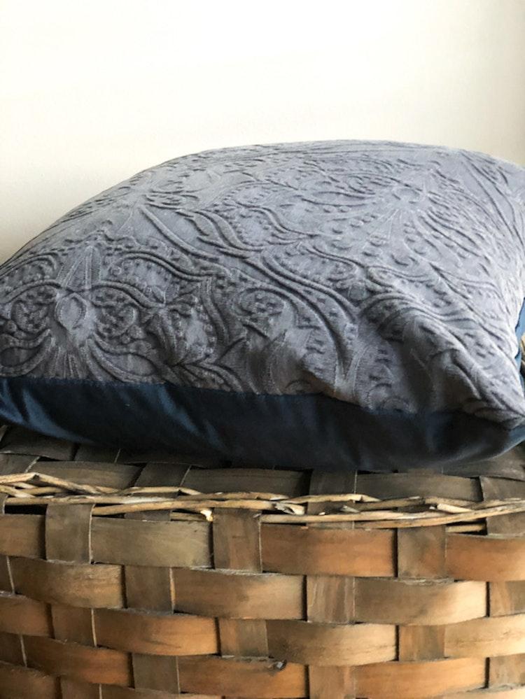 Kuddfodral Paolo, broderad kudde, blå
