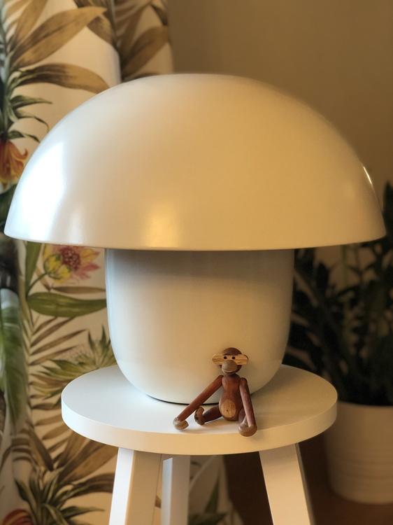 Bordslampa Carl-Johan, liten, vit, Olsson & Jensen, svamplampa, Kay Bojesen, apa mini